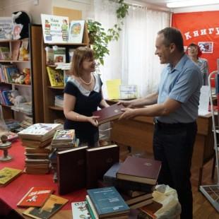 Книги библиотеке в дар от депутата А.Д.Башкина