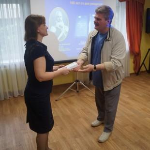 Астраханский писатель Ю. Щербаков подарил новые книги Центральной городской библиотеке