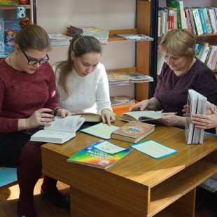 Святочные книги и гадания ждут Вас в библиотеке!
