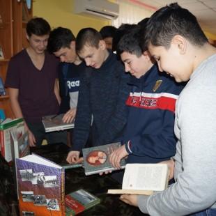 В Центральной городской библиотеке проверяют будущих защитников