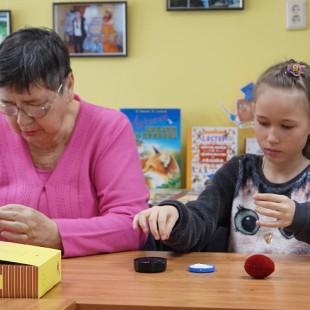 В Центральной городской библиотеке состоялся мастер-класс по бисероплетению