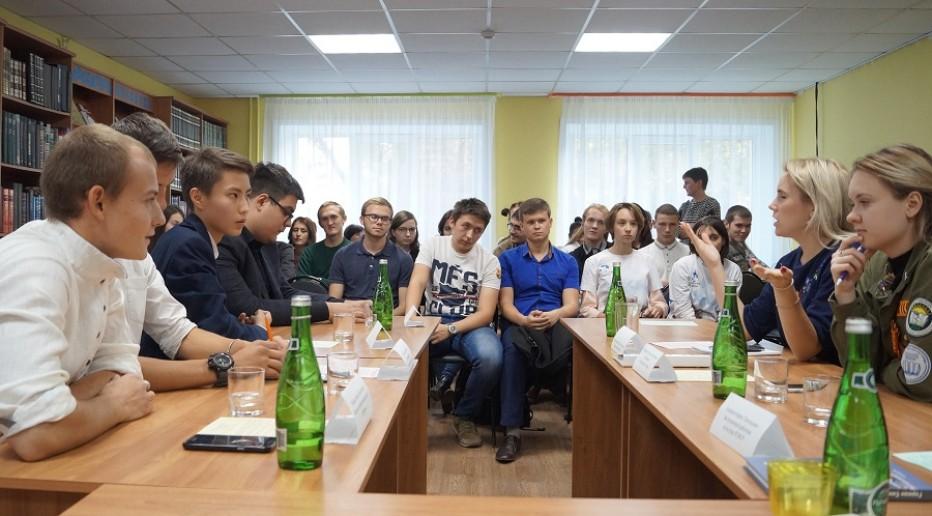 В МКУК «ЦГБС» прошел круглый стол «От эпохи Комсомола к молодежному объединению XXI века»