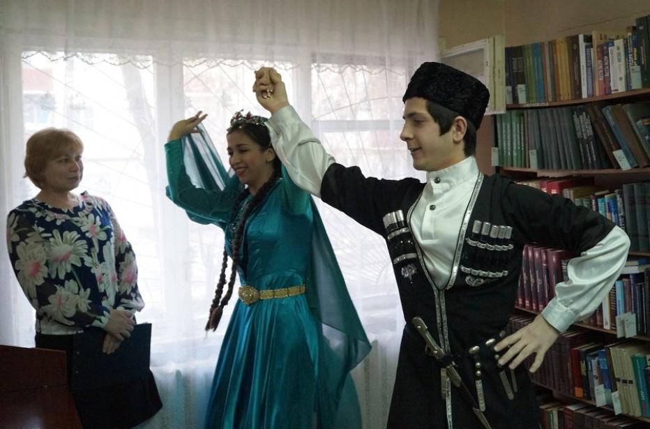 В библиотеке-филиале №6 состоялось открытие краеведческого проекта «В гостях у народов Астрахани»