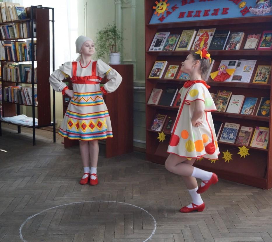 В библиотеке-филиале №19 прошел фольклорный праздник «Масленица у ворот, заходи в наш хоровод»