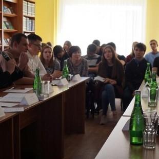 В Центральной городской библиотеке состоялся круглый стол «Молодежь против насилия и экстремизма»
